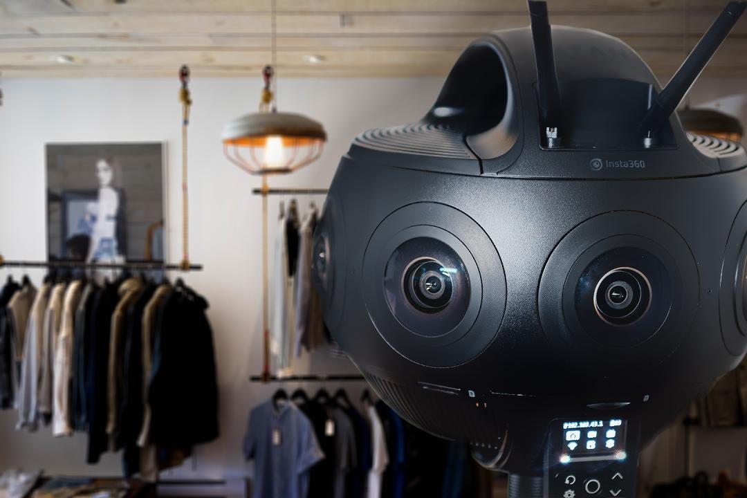 camera 360 che fotografa un negozio